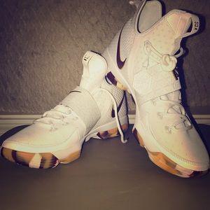 "Nike Lebron XIV ""White Wine"""